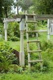 Scaletta in giardino immagine stock libera da diritti