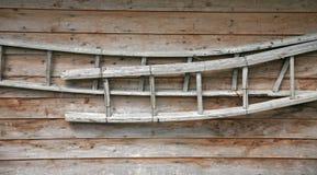 Scalette antiche su una parete Immagini Stock Libere da Diritti