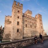 Scaliger城堡13世纪在Garda湖的西尔苗内在Ve附近 免版税库存照片