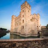 Scaliger城堡13世纪在Garda湖的西尔苗内在Ve附近 库存照片