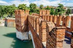 Scaliger桥梁(Castelvecchio桥梁)在维罗纳,意大利 免版税图库摄影
