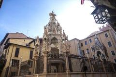 Scaligergraven, Gotische funerary monumenten van de Scaliger-familie, die in Verona in de middenleeftijden besliste Scaligeriboog stock fotografie