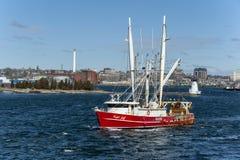 Scalloper Capt Jeff som lämnar New Bedford Fotografering för Bildbyråer