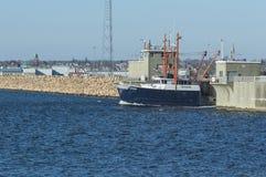 Scalloper Orion som lämnar New Bedford Arkivbilder