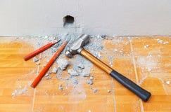Scalpelli freddi e martello Fotografia Stock Libera da Diritti