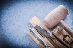 Scalpelli piani della piallatrice dei mattoni di legno del martello Fotografie Stock Libere da Diritti