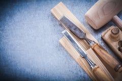 Scalpelli piani di rasatura di legno del perno piano del martello Fotografie Stock