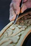 Scalpello del Cabinetmaker su un legno Fotografie Stock Libere da Diritti