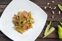 Scalpore Fried Green Chili con la vista superiore della carne di maiale Fotografia Stock Libera da Diritti