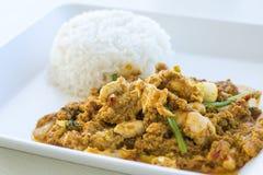 Scalpore gialle del curry del pollo fritte Fotografie Stock Libere da Diritti