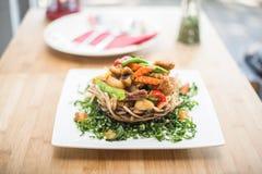 Scalpore tailandesi fritte con la rete del taro Immagine Stock