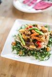 Scalpore tailandesi fritte con la rete del taro Immagini Stock Libere da Diritti