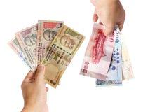 Scambio di soldi disponibile fotografia stock