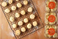 Scambio promettente di regalo facendo uso dei biscotti Immagini Stock Libere da Diritti