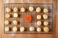 Scambio promettente di regalo facendo uso dei biscotti Fotografia Stock Libera da Diritti