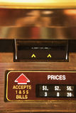 Scanalatura dei soldi sul jukebox. Fotografia Stock Libera da Diritti