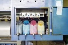 Scanalatura di colore del carro armato delle cartucce multi in stampante posteriore Immagini Stock Libere da Diritti