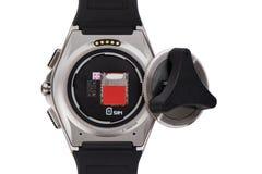 Scanalatura di USIM in un orologio astuto ed in una copertura aperta con l'apri Immagini Stock