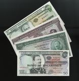 Scanarray cztery banknotu 50.100, 500 i 1000 escud Środkowego banka Mozambik, zdjęcie royalty free