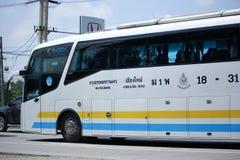 Scania autobús de 15 metros de la compañía de Sombattour Fotos de archivo