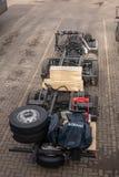Scania-Busrahmen im Hafenwartetransport zur Fabrik lizenzfreie stockbilder