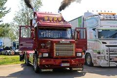 Scania clásico 143H sopla el vapor a través de los tubos imágenes de archivo libres de regalías