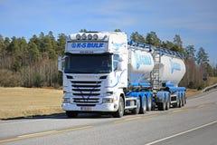 Scania Cysternowa ciężarówka masa na Pięknym dniu Obraz Royalty Free