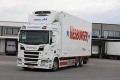Scania ha refrigerato la zona di caricamento delle uscite del rimorchio Fotografia Stock