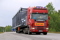 Scania 164L 580 Semi Truck Hauls a Wide Load Stock Images