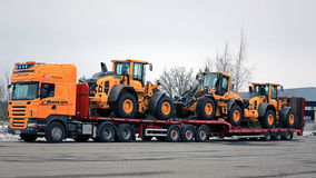 Scania R500 Truck Hauls Three Wheel Loaders Royalty Free Stock Photography