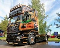 Scania R620 V8 ciężarówka Martin Pakos przy brzeg rzeki ciężarówki spotkaniem Obraz Royalty Free