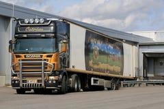 Scania R500 V8 przyczepy ciężarówka Semi Odtransportowywa jedzenie Zdjęcie Stock