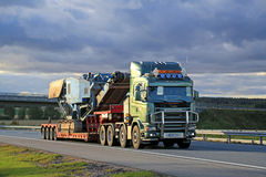 Scania 164 V8 Truck Hauls Terex Pregon Crusher Royalty Free Stock Photos