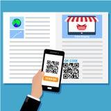 Scannen qr Code auf Dokument Lizenzfreie Stockfotos