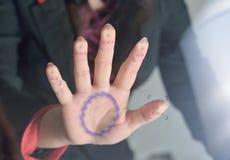 Scannenhand auf einer Touch Screen Schnittstelle Stockfotografie