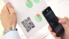 Scanning advertising with quick response code on