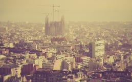 Scape города Барселоны с собором Sagrada Familia стоковые изображения