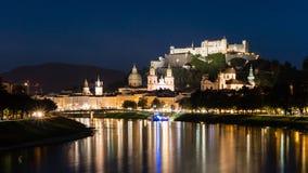 Scape ночи Зальцбурга, Австрия стоковые изображения rf