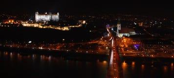 Scape de la ciudad de la noche de Bratislava Foto de archivo