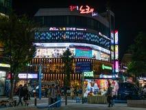 Scape de la ciudad de Hongdae en la noche Foto de archivo