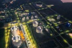 Scape de la tierra de la planta de la refinería de petróleo foto de archivo libre de regalías
