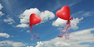 Scape de nuage avec deux ballons en forme de coeur rouges Photos libres de droits