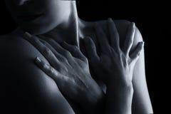 Scape del corpo della conversione artistica di emozione del collo e della mano della donna Fotografia Stock