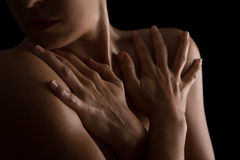 Scape del cuerpo de la conversión artística de la emoción del cuello y de la mano de la mujer Fotos de archivo libres de regalías