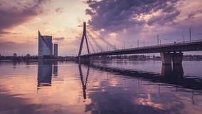 Scape della città con il ponte di Vansu nel tramonto Fotografia Stock