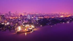 Scape della città di Bangkok alla notte Immagini Stock