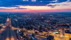 Scape della città di Tarnow alla vista crepuscolare e aerea del fuco immagini stock