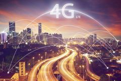 Scape della città e concetto del collegamento con la fonte di 4g LTE Fotografia Stock