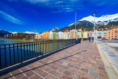 Scape della città nel centro urbano di Innsbruck Immagini Stock