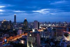 Scape de la ciudad de Bangkok de la opinión de la noche Imagen de archivo